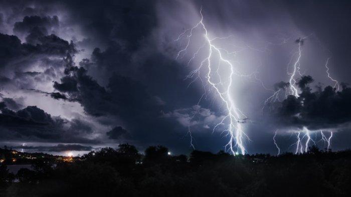 BMKG Peringatan Dini Cuaca Jumat, 20 November 2020: Hujan Lebat & Angin Kencang di Sejumlah Wilayah
