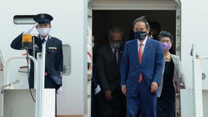 Dentuman Meriam Sambut Kedatangan Perdana Menteri Jepang Yoshihide Suga di Istana Bogor